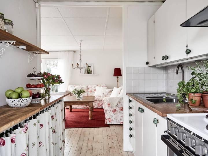 pequeña cabaña madera papel de pared Motivos florales decoración flores y plantas decoración estilo sueco decoración femenina decoración exterior blog decoración nórdica