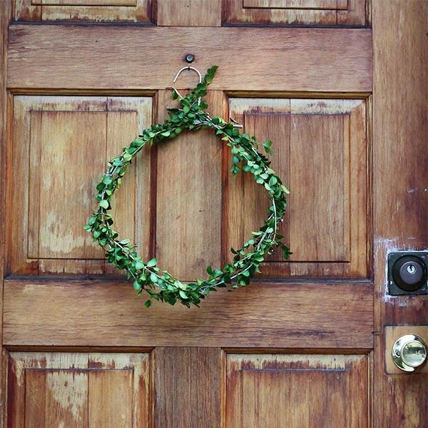 Festive Holiday Wreath 12