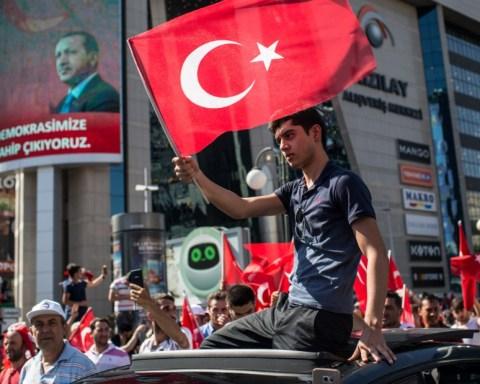 160716110843-09-turkey-coup-0716-super-169