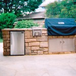 complete-outdoor-kitchen-in-flagstone