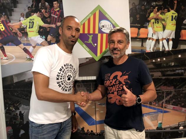 Antonio Vadillo y Juan Pedro Ortega posan en el vestuario