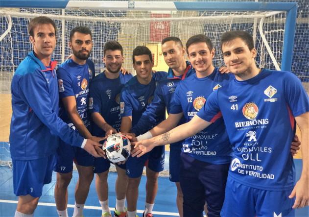 Varios jugadores del Palma Futsal posan en Son Moix