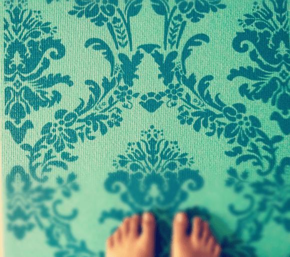 C mo practicar yoga en casa depto51 blog depto51 blog - Musica para hacer yoga en casa ...