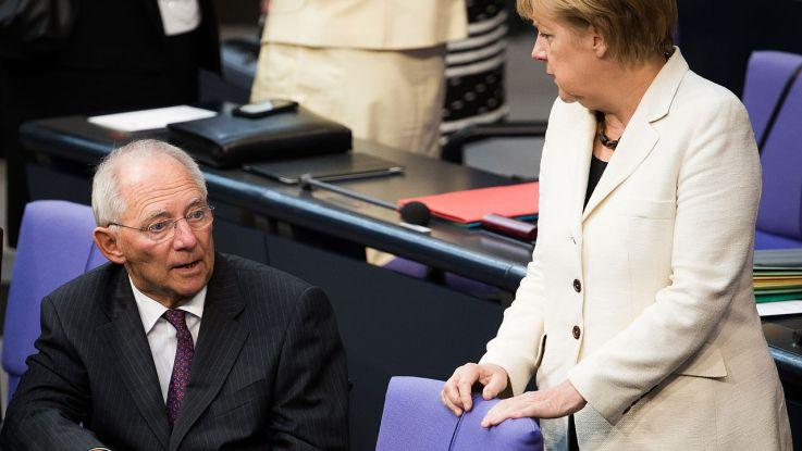 Schäuble mit Kanzlerin Merkel (Foto: Tobias Koch/Wikimedia)