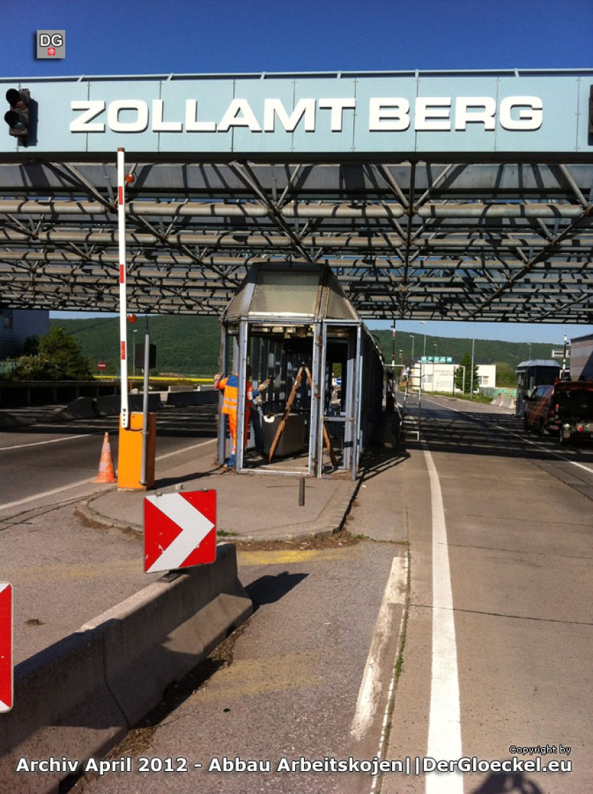 Abbau Grenzübergang Berg zur Slowakei   Foto: DerGloeckel.eu