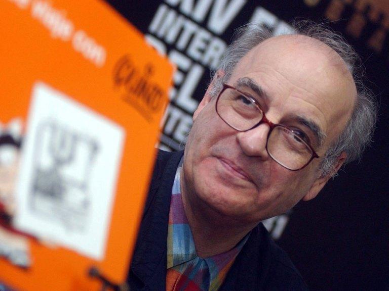 Close up Quino con libro
