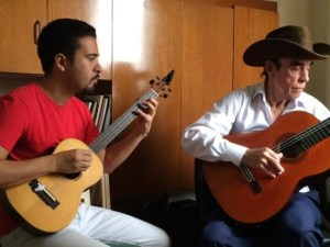Rey de la guitarra tuyera Gabriel Rodríguez