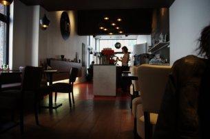 Un lindo café en Brujas, también sirve para dormir la siesta.