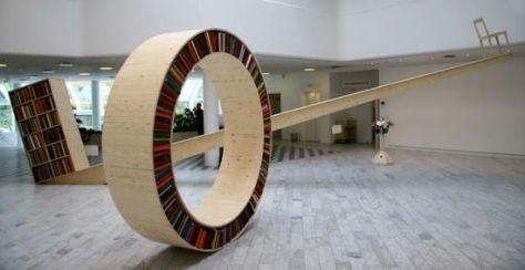 circular walking bookshelf 01