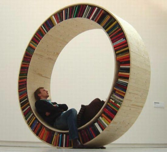 circular walking bookshelf 02