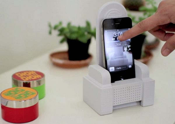 iThrone: The almighty iPhone Dock & Sound Amplifier