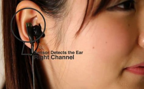 Self-aware headphones switch channels