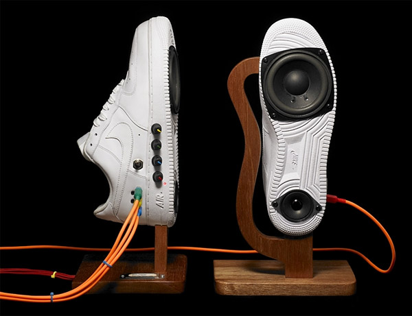 sound-producing sneakers