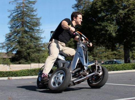 Three-wheel e-scooter