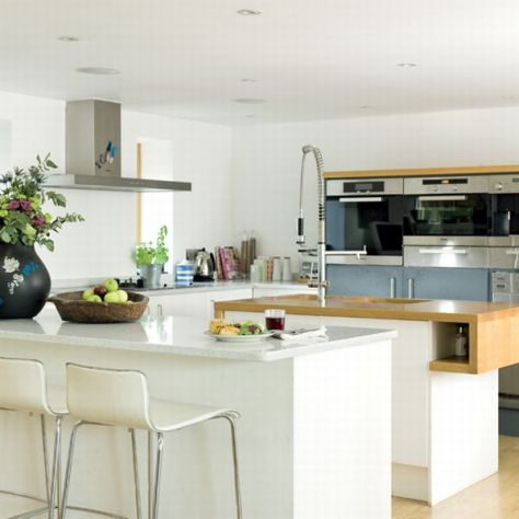 Contemporary-Kitchen-Design-in-White