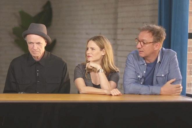 ELENCO Da esquerda para a direita: Tom Noonan, Jennifer Jason Leigh e David Thewlis.