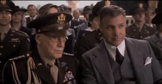 Em Capitão America: o Primeiro Vingador (2011),Stan Lee é um militar que está na cerimônia de entrega de uma medalha ao Capitão América.
