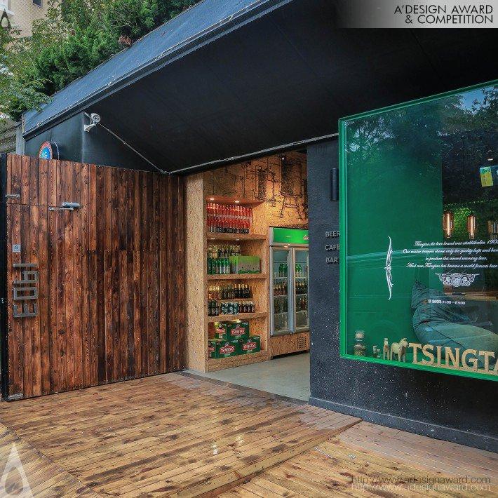 Bar da Cerveja TsingTao na China, por wangTao - Vista da porta.