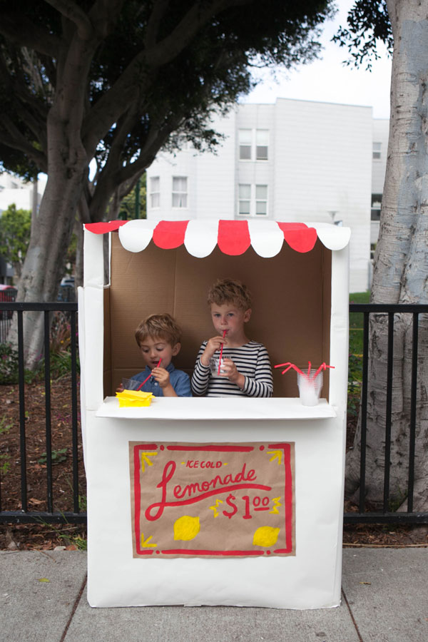 15 cardboard creations to make for kids design dazzle for Cool lemonade stand ideas