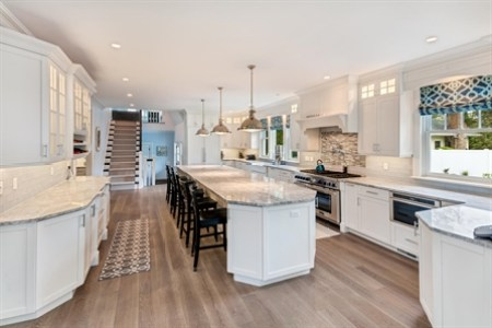 white and grey kitchen 3139