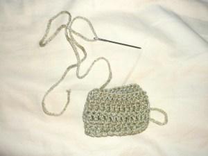 crochet bow 2.jpg 300x225 Big Crochet Bow Hair Clip {diy}