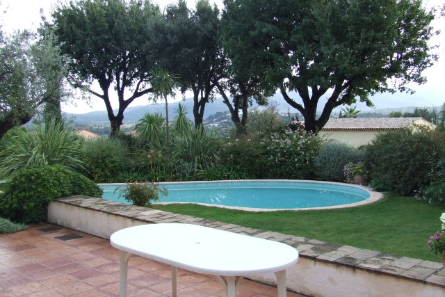 Garden_with_swimming_pool