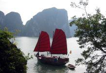 Baía de Halong. Autor: Thomas Schoch sob licença Creative Commons Atribuição-Partilha nos Termos da Mesma Licença 3.0 Unported