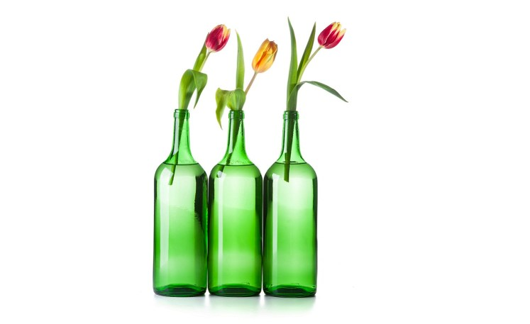 Consejos para decorar tu casa con botellas de vidrio for Reciclar botellas de cristal