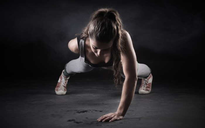 fitness-girl-one-hand-push-up-wide-1