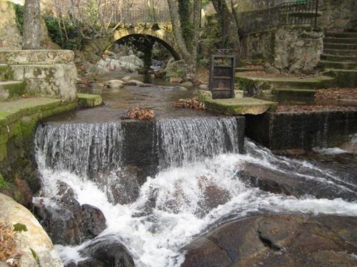 Las piscinas naturales de la sierra de gata de viaje por for Casas rurales cerca de piscinas naturales