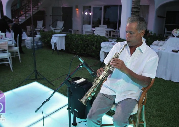 Beach Wedding cancun- Musicians- Sax-20