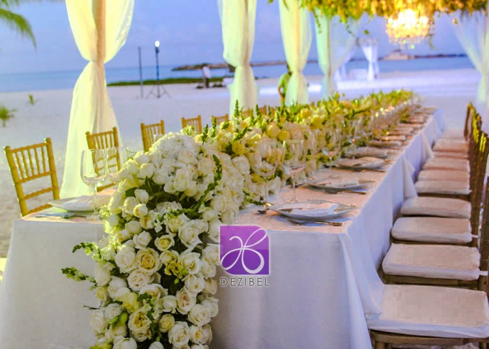 run centerpiece decor by dezibel wedding florist