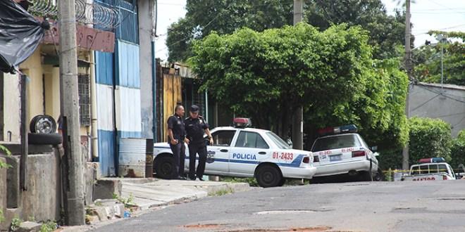 Supuestos pandilleros ametrallan taller policial