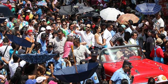 San Salvador inicia sus fiestas patronales  con colorido desfile del correo