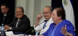 Consejo Nacional de Seguridad entrega reconocimiento a Embajadora de EEUU