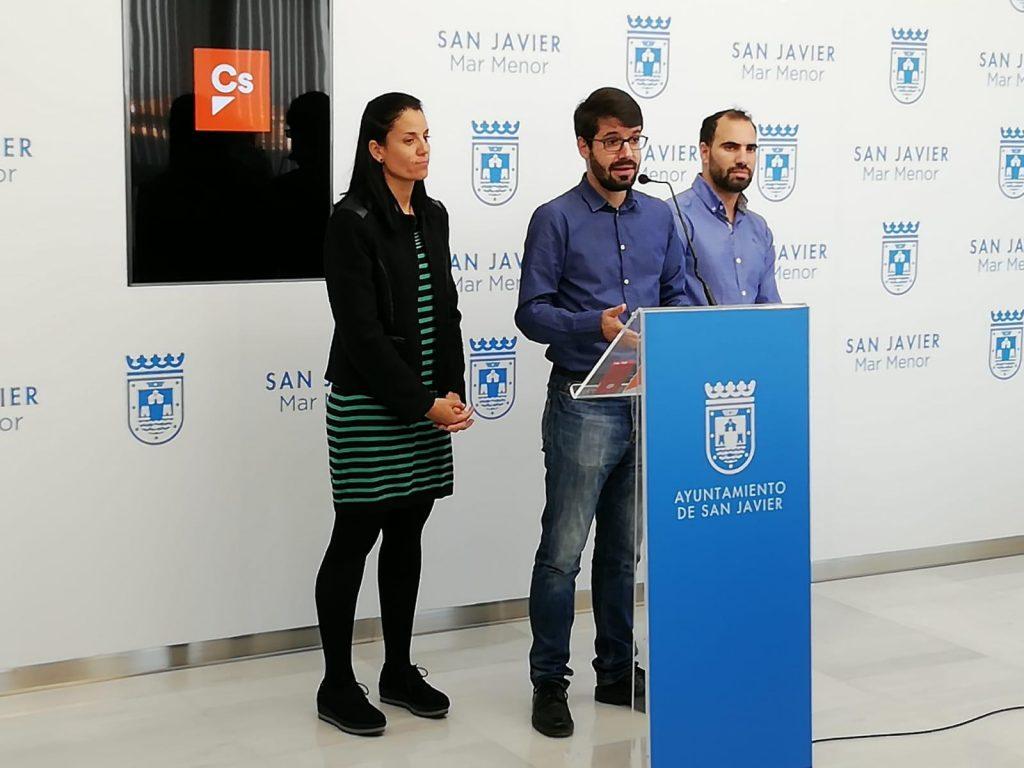 Ciudadanos San Javier pide que el Ayuntamiento deje de mantener el Puente de El Estacio de La Manga