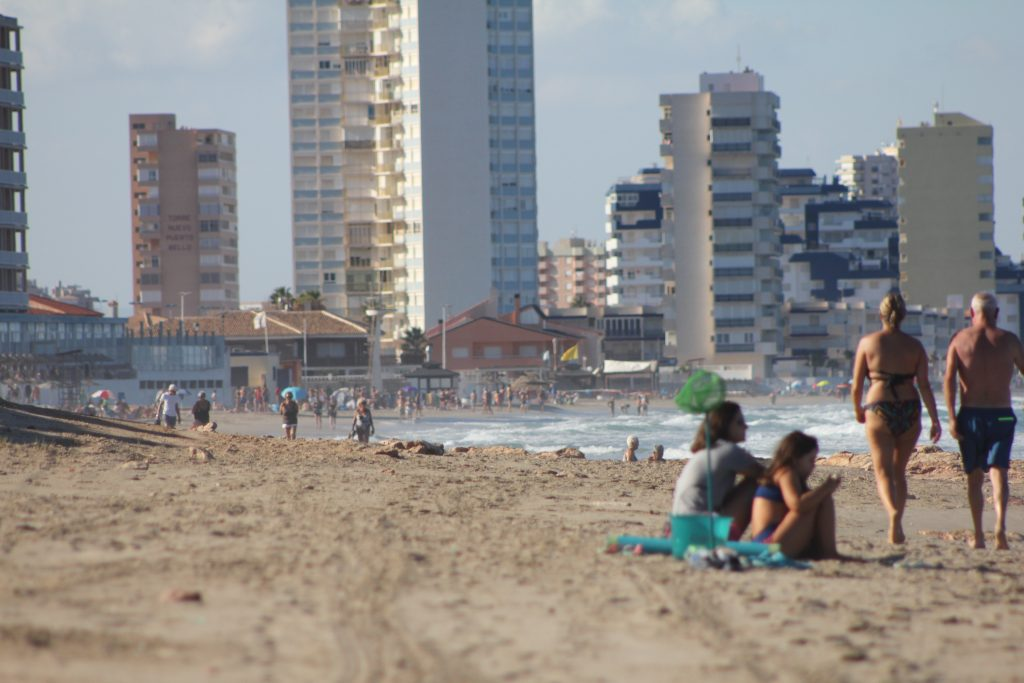 La Comunidad espera ayudar a la desestacionalización de La Manga con turistas checos