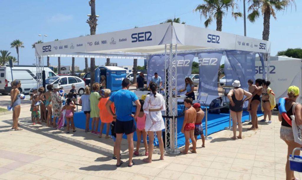 Playa Mistral en La Manga recibe el comienzo de la gira de la Radio al Sol de la Cadena SER