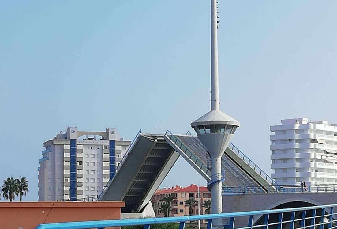 Un avería cierra el puente del Estacio al tráfico marítimo