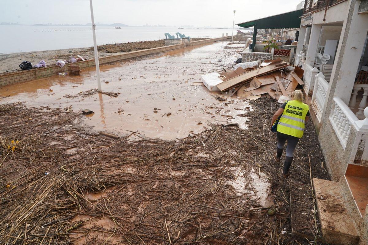 Cartagena lleva retiradas casi doscientas toneladas de mobiliario y enseres inservibles tras el temporal