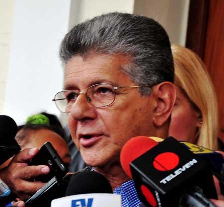 Maduro sugiere que enfrentará a Ramos Allup en las presidenciales de 2018