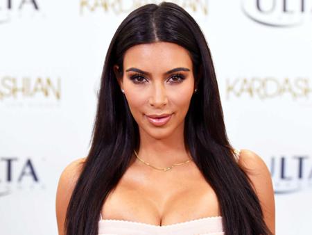 Sustituye Kim Kardashian el rostro de la Virgen por el suyo