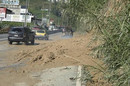 Conductores exigen al Gobierno Nacional garantizar mantenimiento de la principal arteria vial de los Altos Mirandinos. Foto: Deysi Peña