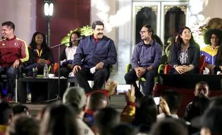 """Maduro instó al pueblo venezolano a conformar una unidad nacional para seguir transitando el camino """"rumbo al socialismo""""-"""