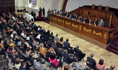La directiva de la AN condecoró este lunes a un grupo de trabajadores del Parlamento venezolano. NEWS FLASH - JC