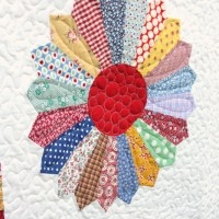 Vintage-inspired Dresden Plate quilt finish