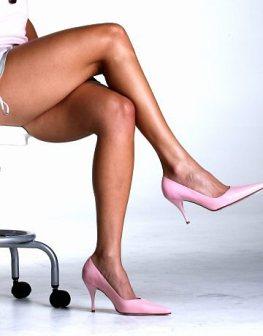 Os hematomas nas pernas podem ser disfarçados com maquiagem.