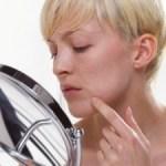 Como clarear manchas resultantes da acne