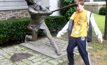 kick hit by baseball statue