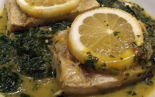 Fisch auf Kokos-Curry-Spinat